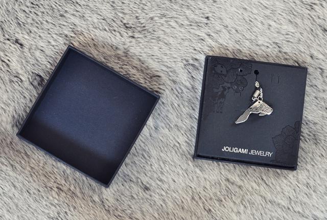 Les jolis bijoux origami de la marque suisse Kosha, pour sa collection Joligami