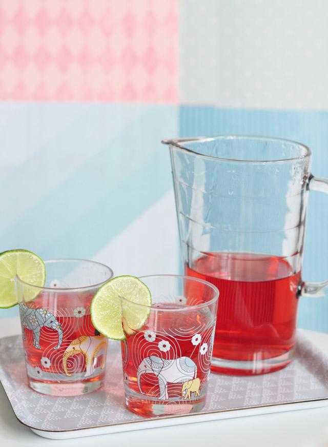 Idée de thé glacé maison, à l'hibiscus