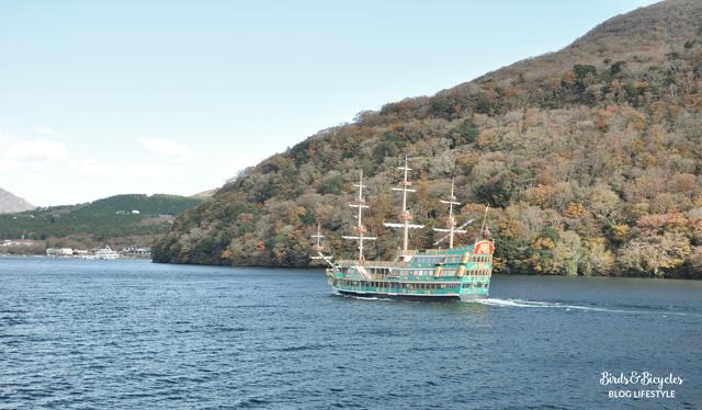 Les bateaux du lac Ashi à Hakone: dignes de Disneyland ;) Birds & Bicycles blog voyage et lifestyle
