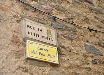 Du catalan sur les plaques de rues à Collioure