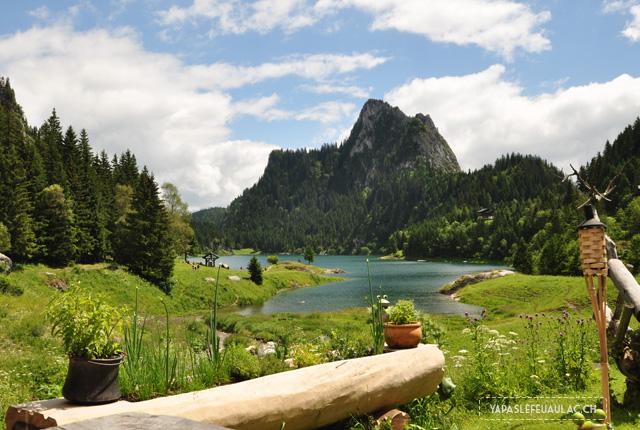 Le lac tanay en Valais petit lac de montagne suisse