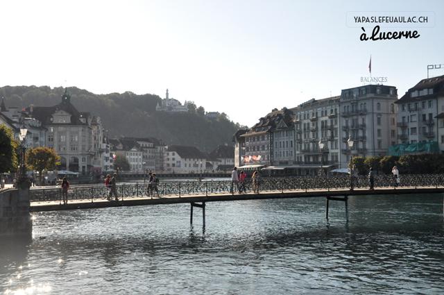 Lucerne-vieille-ville-reuss
