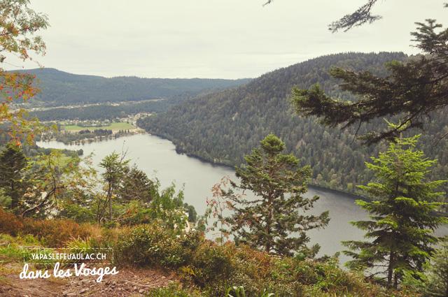 Vue sur le lac de Longemer depuis la Roche des Vieux Chevaux