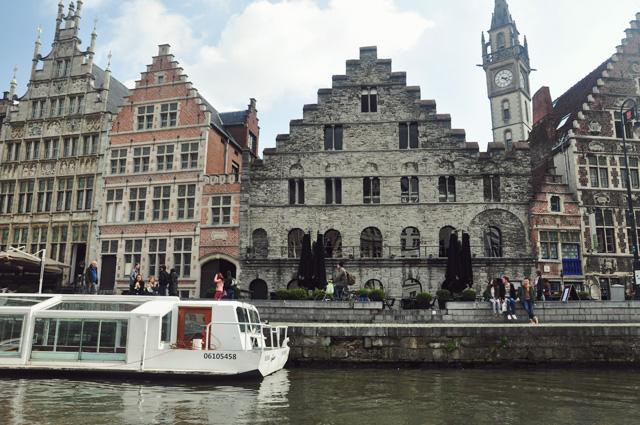 Balade en bateau sur les canaux de Gand - Destination la Belgique! sur le blog voyage Yapaslefeuaulac