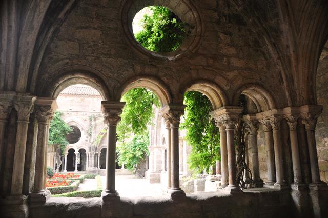 Le Cloitre de L'Abbaye de Fontfroide près de Narbonne