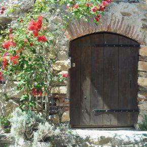 Castelnou, village perché du pays catalan français