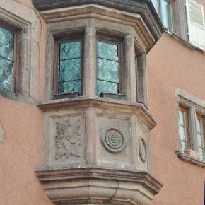 Détail sur les façades de Saverne en Alsace