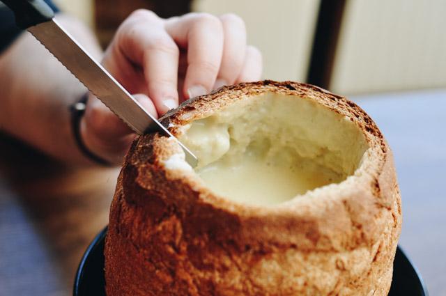 Typiquement suisse: la fondue au fromage