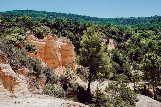 Voyage en France:escapade en Provence dans les anciennes carrières d'ocre. Photo: Yapaslefeuaulac.ch