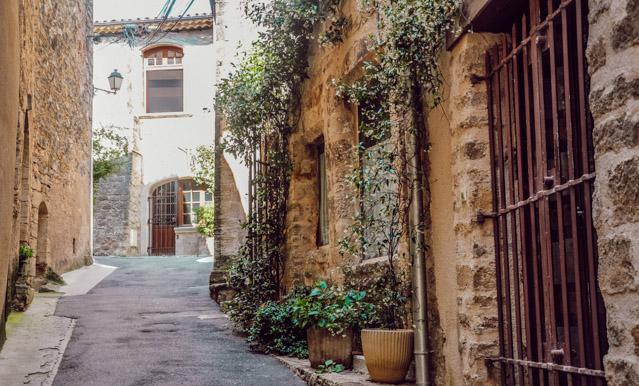 Jolis villages de Provence: escapade à Cucuron, Ansouis et l'Isle sur Sorgue sur le blog voyage en France Yapaslefeuaulac!