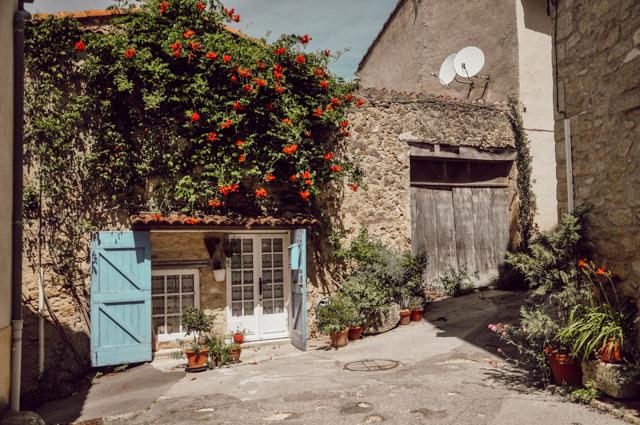 Que voir dans le Luberon? Les beaux villages comme Ansouis - Blog Yapaslefeuaulac