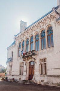 Le bel hôtel de ville Art Nouveau d'Euville