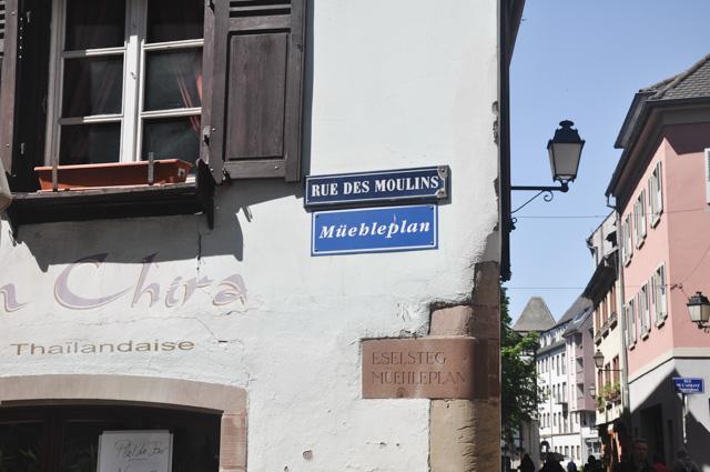 Langue régionale: A Strasbourg, les noms des rues indiqués aussi en alsacien