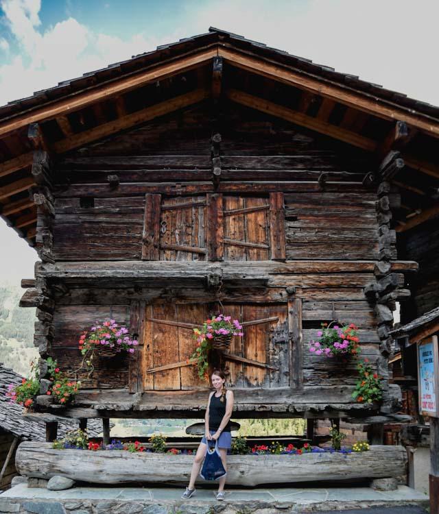 Voyager dans les montagnes suisses en Valais: découvrir Grimentz et ses chalets