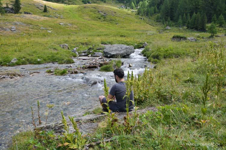 Pique-nique durant la randonnée en Suisse