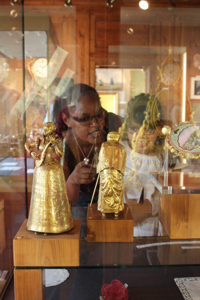 Salle Sandoz - automates - Musée d'horlogerie du Locle