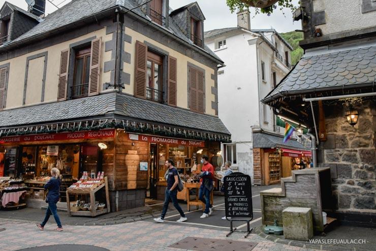 Dans les rues du Mont-Dore en Auvergne