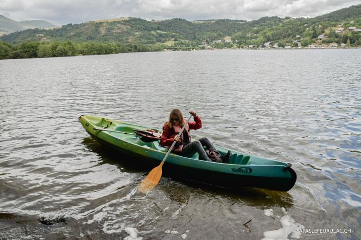 En canoë sur le Lac de Chambon (près de Mont Dore)