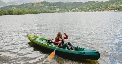 Que faire autour du Puy de Sancy - canoë sur un joli lac