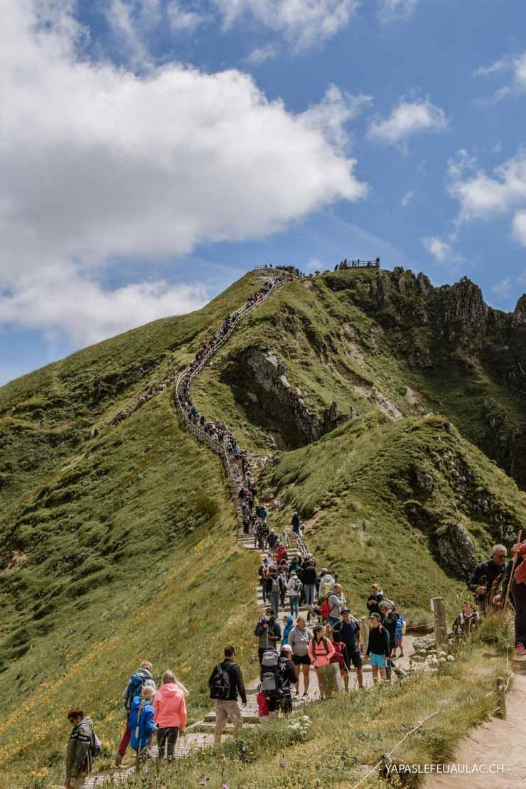 Il y a foule sur le Puy de Sancy en été - blog voyage, découvertes en Auvergne